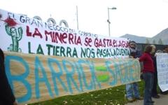 Manifestación contra Pascua Lama en exposición minera en Santiago de Chile