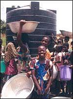 Pobladores de Dumase dependen del agua que les provee la minera