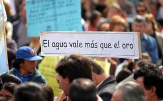 """Más de 1.000 personas marcharon en Gral.Alvear en contra de la """"minería contaminante"""""""