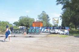 Vecinos de Termas de Río Hondo cortan la ruta por contaminción del embalse