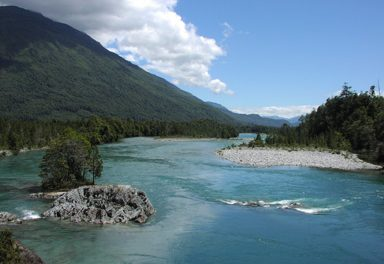 La española ENDESA inicia proceso de control del Río Puelo en Chile