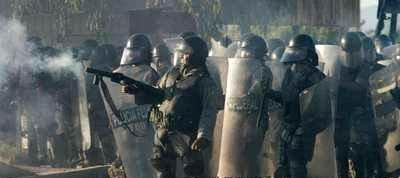 500 policías cuidan el yacimiento de una minera y atacan con gases a una protesta pacífica de campesinos