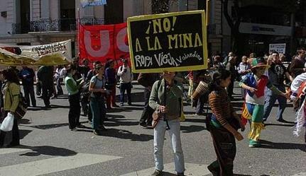 Vecinos de Ongamira marcharon hasta la capital provincial para frenar la exploración minera