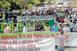 Cortan carretera hondureña diciendo no a la minería