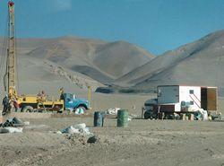 Las mineras perforan la puna Salteña para llevar agua a Chile.  El referente minero local es Santiago Saravia Frías, quien se desempeñaba como subsecretario de Minería de Argentina con el presidente de la Rúa.