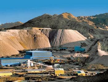 Voces se oyen en Catamarca.  El cura párroco le pidió al gobernador: «que la explotación minera en Catamarca deje de ser contaminante y destructora de nuestro ambiente». Gobernador enojado…