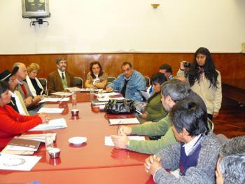 Imágen de la reunión en la Legislatura provincial