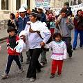 Caminan desde Abra Pampa hasta la capital provincial para reclamar que cumplan con descontaminación minera