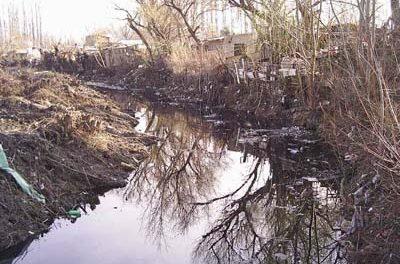 Funcionario se defiende ante denuncias por contaminación del río Negro
