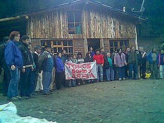Solidez de vecinos y organizaciones hace suspender desalojo y tambalear a ministro de Das Neves