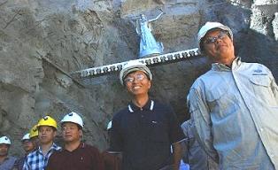 """Un día en """"Argenchina"""": los chinos explotan y se llevan el hierro de Río Negro"""
