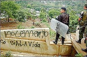 Imágen de archivo, oposición y policía en San Juan Sacatepéquez