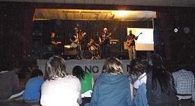 Aniversario de la Consulta Popular: ayer festival musical, hoy concentración de vecinos