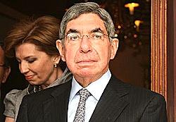 Presidente Arias contra las cuerdas por favorecer iniciativas mineras