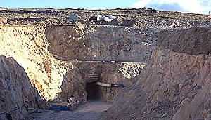 Trabajadores de paro por 72 horas en mina de Santa Cruz