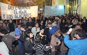 Protesta en San Juan por la censura a la revista que trató tema minero