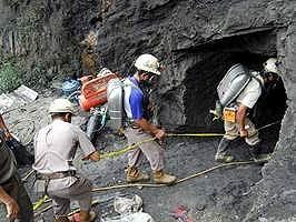 Cerca de 10 trabajadores atrapados en mina de oro