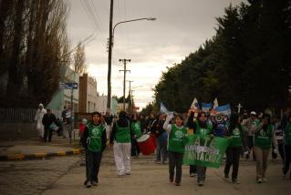 """Nueva marcha  """"NO+MINAS""""  en Perito Moreno, Santa Cruz."""