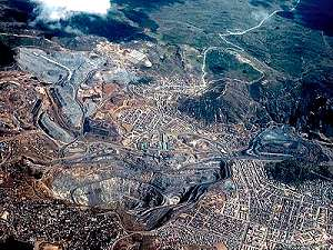 Una ciudad de Perú se encuentra al borde del abismo