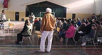 Durante la charla de vecinos en Paso de Indios