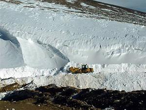 Mina de oro Veladero (Barrick Gold), cargadora en glaciar