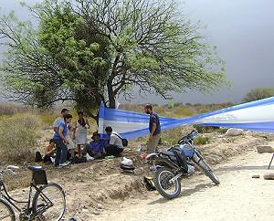 Corte en Andalgalá en el camino a proyecto Agua Rica