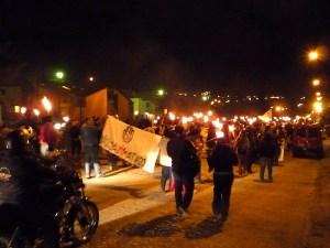Marcha de antorchas: cientos de asambleístas y vecinos marcharon en Esquel