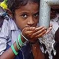 Declaran al agua potable como derecho humano universal