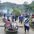 Indígenas bloquean carreteras en contra de ley de aguas