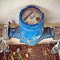 Medidores de agua a vecinos pero minera derrocha y contamina millones de litros