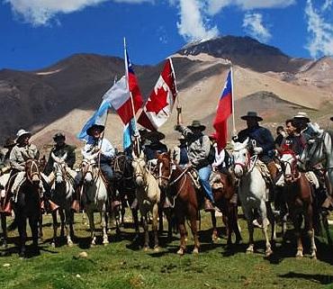 El gobernador Gioja junto al embajador canadiense en el cruce de Los Andes
