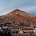 Denuncian explotación cúspide del Cerro Rico, Potosí