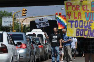 Corte y bocinazo contra la minería en Mendoza