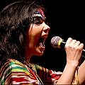 Björk organiza un karaoke popular para defender los recursos naturales