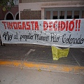 Lo esperaron al gobernador con pancartas antimineras