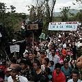 7.000 vecinos marchan contra minera en Santa Rosa
