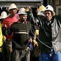 Mineros de oro en Sudáfrica amenazan con huelga
