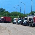 ¡Fuera los camiones con explosivos de nuestro pueblo!