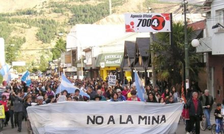 Marcha en Esquel: La minería es un espejismo desarrollista
