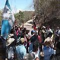 Pobladores continúan con bloqueo en entrada a mina de oro y plata