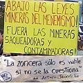 Con tu cartel marchá «Por la salud y el trabajo digno, NO A LA MINA»