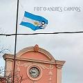 """La """"bandera del No"""" flamea en el mástil de la Municipalidad"""