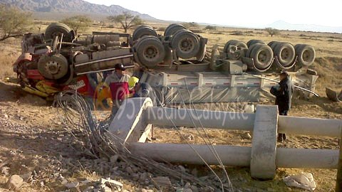 Camión de Minera La Alumbrera volcó en Cafayate
