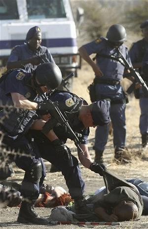 Fusilamiento policial a mineros en Sudáfrica
