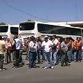 Protesta gremial complica traslado de trabajadores mineros