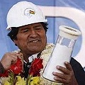 Bolivia plantea a Japón una sociedad para fabricar coches con baterías de litio