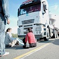 Acción contra transportes mineros en Patquía
