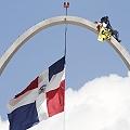 Médico rechazó a Barrick 20 horas trepado al arco de la bandera