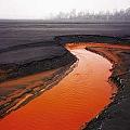 Numerosas mineras y otras empresas suspendidas por contaminación de un río en China