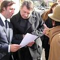 Vecinos del NO A LA MINA entregaron a Lorenzino el proyecto de ley